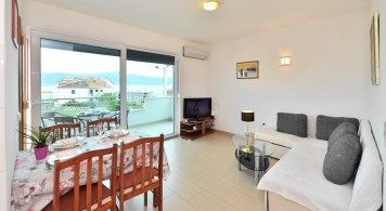 Apartment & Sea Ray 190 from 1.040 Eur/week/4 pax