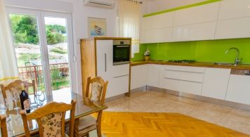 Apartment & Jeanneau 7.5 from 2.240 Eur/week/8pax