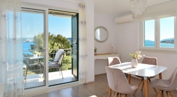 Apartment & Sea Ray 190 from 1.140 Eur/Week/4 pax