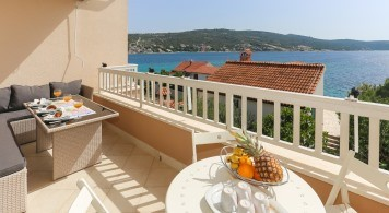 Apartment & Quicksiver 635 from 1.760 Eur/week/6pax