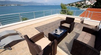 Villa & Jeanneau 7.5 from 3.690 eur/week/ 8 pax