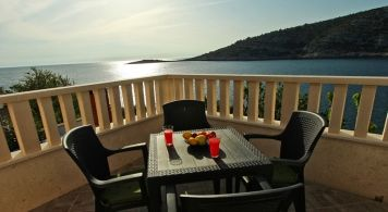 Apartment & Sea Ray 190 from 1.215 EUR/week/4 pax