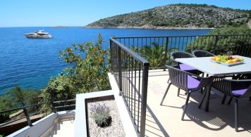 Comfort Apartment & Sea Ray 190 from 1.320 Eur/week/4 pax
